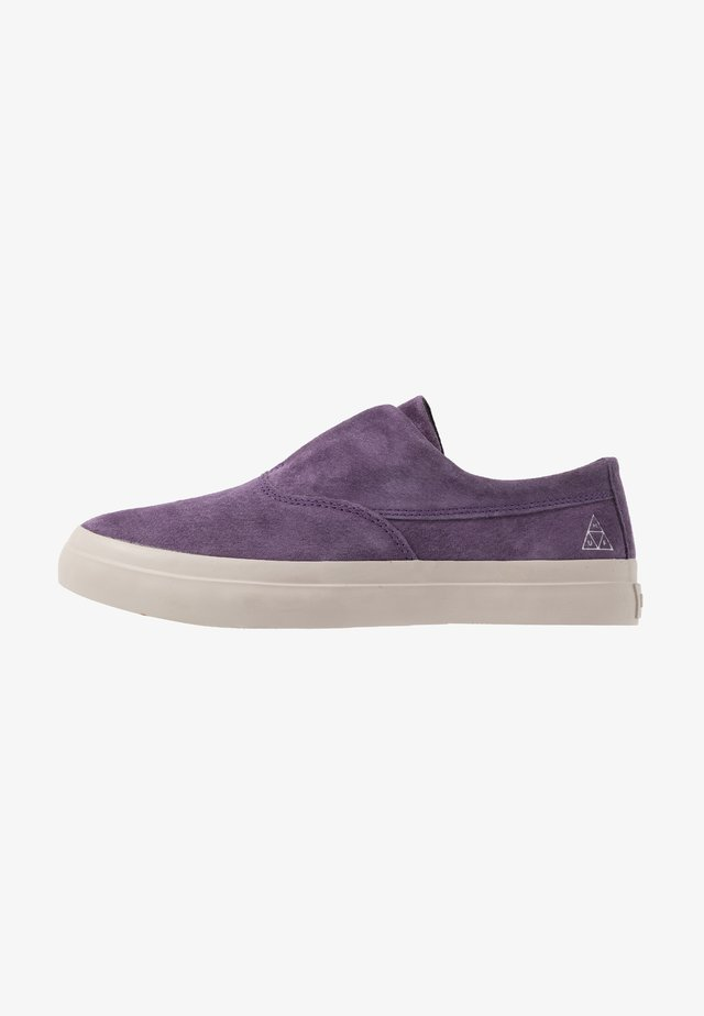 DYLAN SLIP ON - Półbuty wsuwane - purple