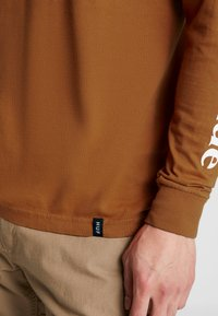 HUF - DOMESTIC TEE - Langarmshirt - rust - 5