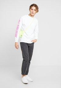 HUF - JUNGLE TEE - Long sleeved top - white - 1