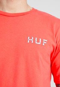 HUF - BONER CLASSIC TEE - T-shirt con stampa - cayenne - 5
