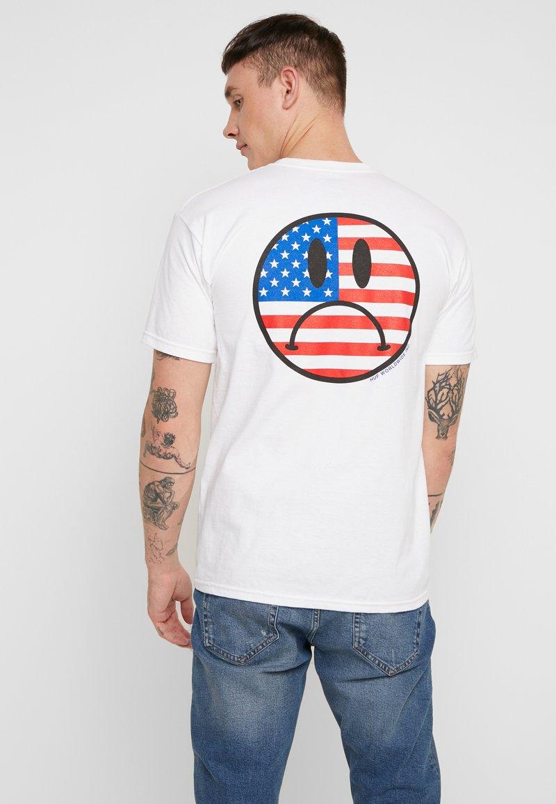 HUF - BUMMER USA TEE - Print T-shirt - white