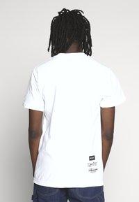 HUF - PHIL FROST BEARBRICK TEE - T-Shirt print - white - 2