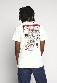 HUF - PHIL FROST POCKET TEE - T-Shirt print - natural - 2