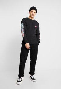 HUF - SHORT POCKET TEE - Camiseta de manga larga - black - 1