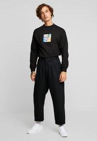 HUF - COMICS BOX LOGO TEE - Langarmshirt - black - 1
