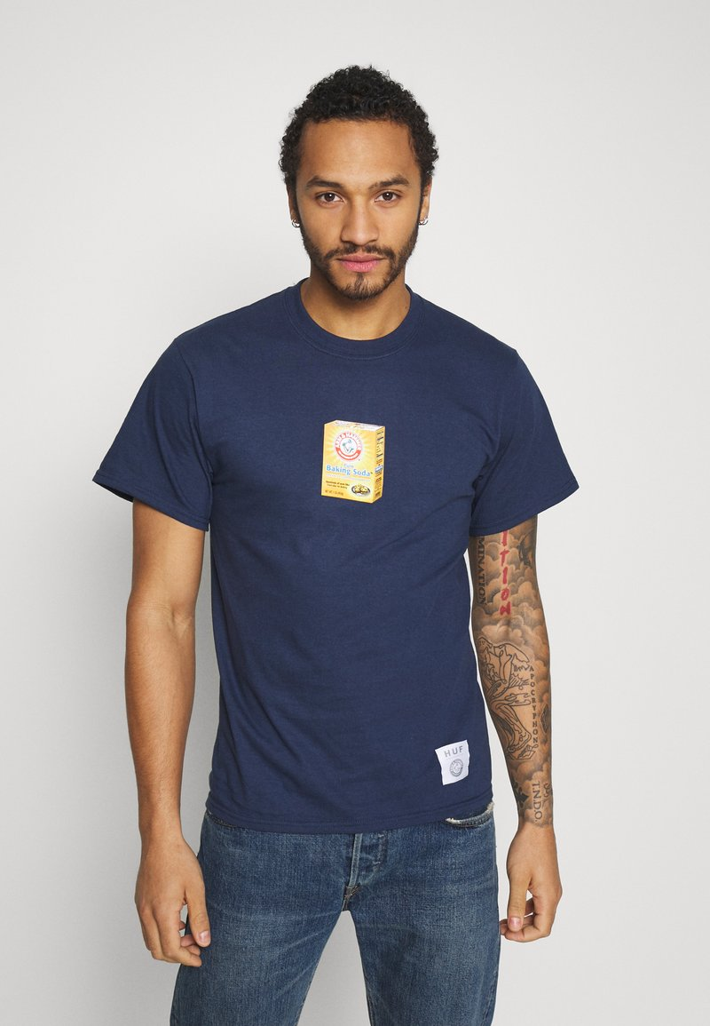 HUF - ARM AND HAMMER BOX TEE - Triko s potiskem - navy