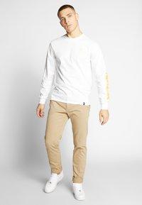HUF - PULP FICTION COLLAGE  - Långärmad tröja - white - 1