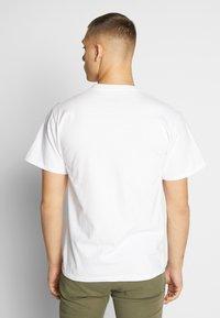 HUF - PULP FICTION MIA AIRBRUSH TEE - Print T-shirt - white - 2