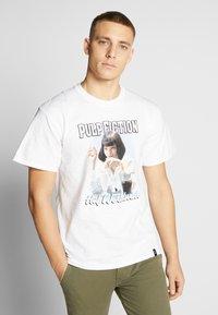 HUF - PULP FICTION MIA AIRBRUSH TEE - Print T-shirt - white - 0