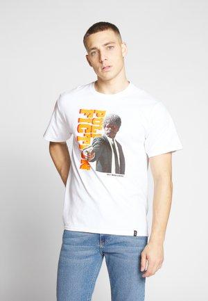 PULP FICTION EZEKIEL TEE - Camiseta estampada - white