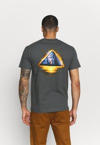 HUF - ANCIENT ALIENS TEE - Triko s potiskem - castle rock - 0