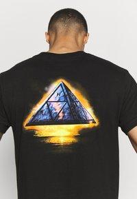 HUF - ANCIENT ALIENS TEE - T-Shirt print - black - 5