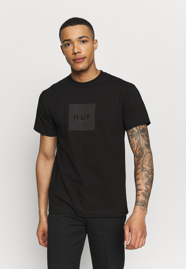 QUAKE BOX LOGO TEE - T-shirt print - black