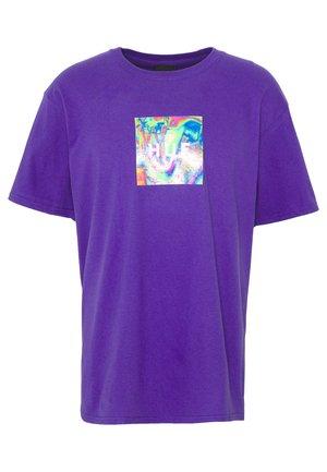 ACID HOUSE BOX LOGO TEE - T-shirt med print - grape