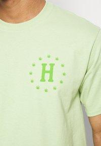 HUF - GALAXY STRAINS TEE - Triko spotiskem - pistachio - 5