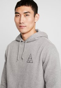 HUF - ESSENTIALS HOODIE - Mikina s kapucí - grey heather - 3