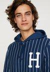 HUF - LEAGUE - Jersey con capucha - insignia blue