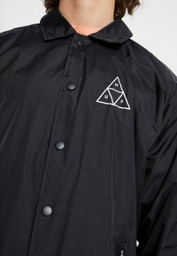 HUF - ESSENTIALS COACHES JACKET - Lehká bunda - black - 5