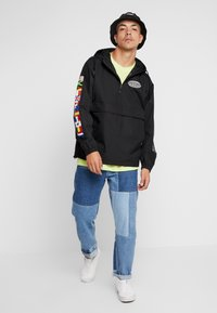 HUF - WORLD TOUR ANORAK - Větrovka - black - 1