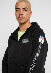 HUF - WORLD TOUR ANORAK - Větrovka - black - 4