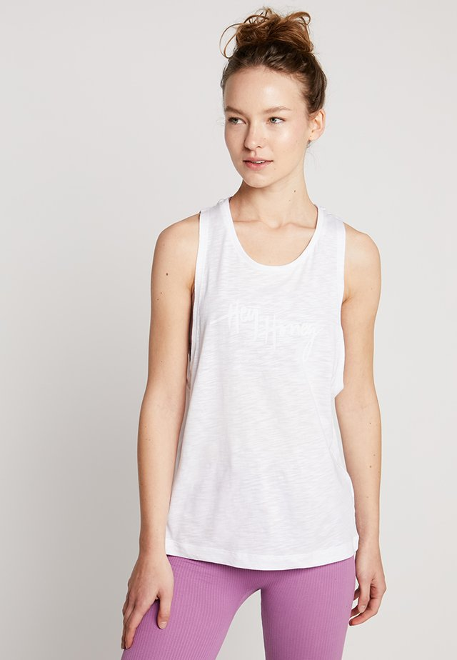 TANK BREATHE EASY  - Linne - white