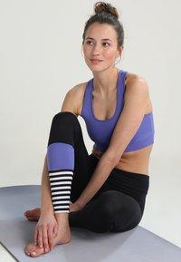 Hey Honey - LEGGINGS SURF STYLE - Leggings - black/purple - 1