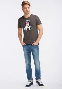 HOMEBASE - Camiseta estampada - dark grey - 1