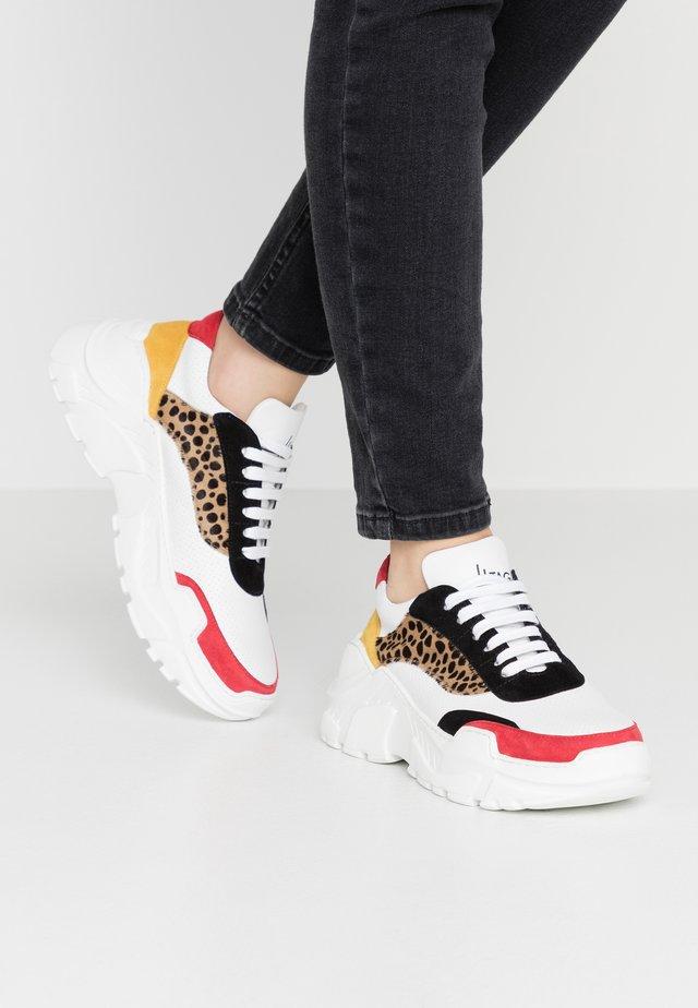 Sneakers - weiss/rot/schwarz