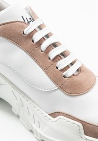 Hash#TAG Sustainable - Tenisky - weiss beige - 2