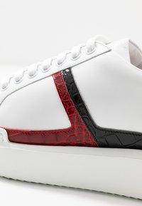 Hash#TAG Sustainable - Trainers - bianco/coconilonero rosso - 2