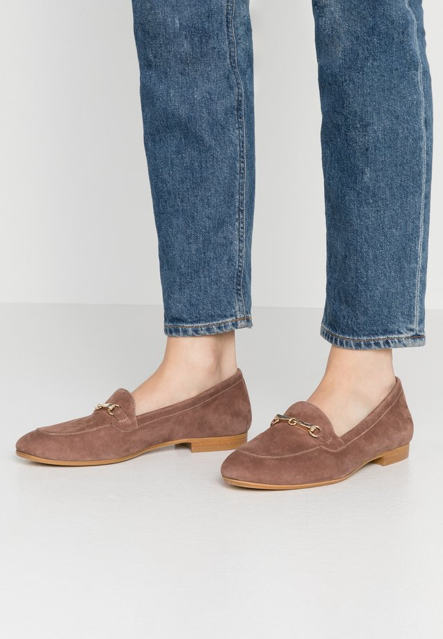 Loaferit/pistokkaat - taupe