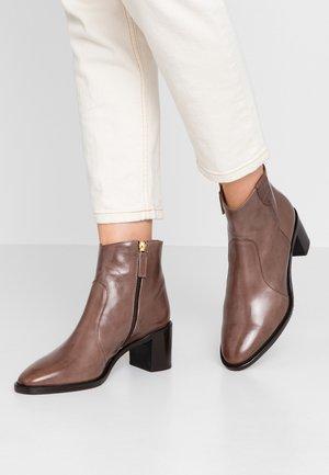 Kotníkové boty - mouse