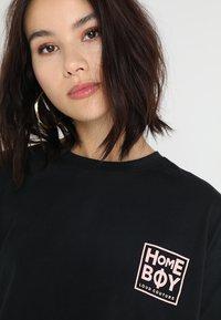 Homeboy - CATE T-SHIRT - T-shirts med print - black - 3