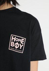 Homeboy - CATE T-SHIRT - T-shirts med print - black - 4