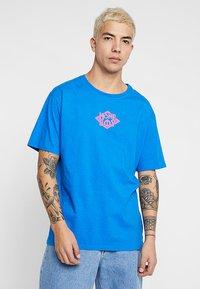 Homeboy - THE BIGGER TEE - T-shirt z nadrukiem - blue - 0