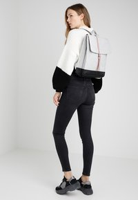 Herschel - CITY MID VOLUME - Reppu - light grey crosshatch/ash rose/black - 1
