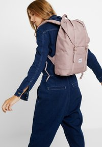 Herschel - RETREAT MID-VOLUME - Rucksack - ash rose - 1