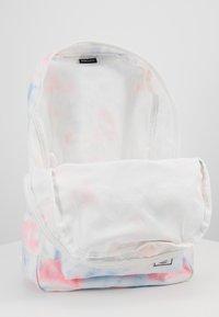 Herschel - DAYPACK - Batoh - tie dye print/blanc de blanc - 5