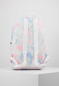 Herschel - DAYPACK - Batoh - tie dye print/blanc de blanc - 3