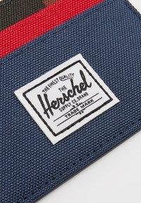Herschel - CHARLIE - Portemonnee - navy/red/woodland camo - 2