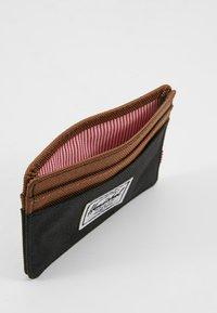 Herschel - CHARLIE - Wallet - black/saddle brown - 5