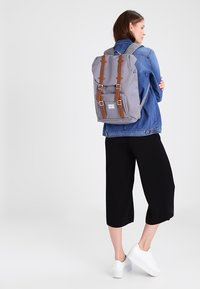 Herschel - LITTLE AMERICA MID VOLUME - Sac à dos - grey - 1