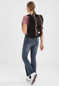 Herschel - LITTLE AMERICA MID VOLUME - Batoh - black - 5