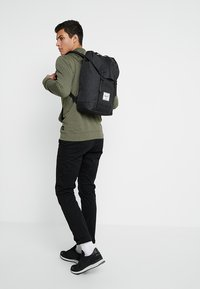 Herschel - RETREAT - Reppu - noir - 1