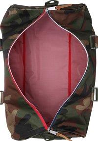 Herschel - NOVEL - Rejsetasker - woodland camo/multi zipper - 3