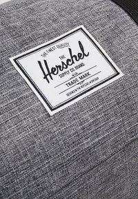 Herschel - SUTTON MID VOLUME - Bolsa de viaje - raven crosshatch/black - 8