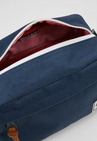 Herschel - CHAPTER - Wash bag - navy - 5