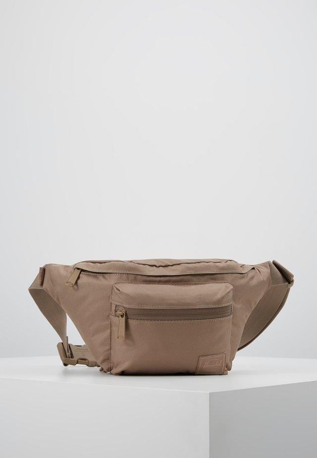 SEVENTEEN LIGHT - Bum bag - pine bark