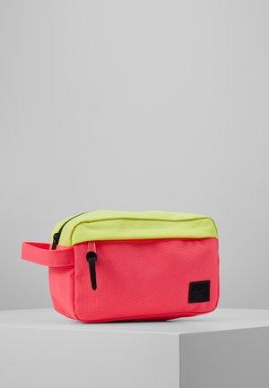 CHAPTER - Wash bag - highlight/neon pink/black
