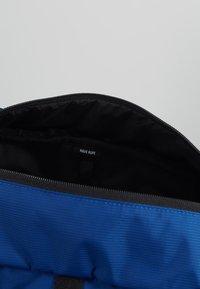 Herschel - BARNES - Handtasche - monaco blue/quiet shade - 4